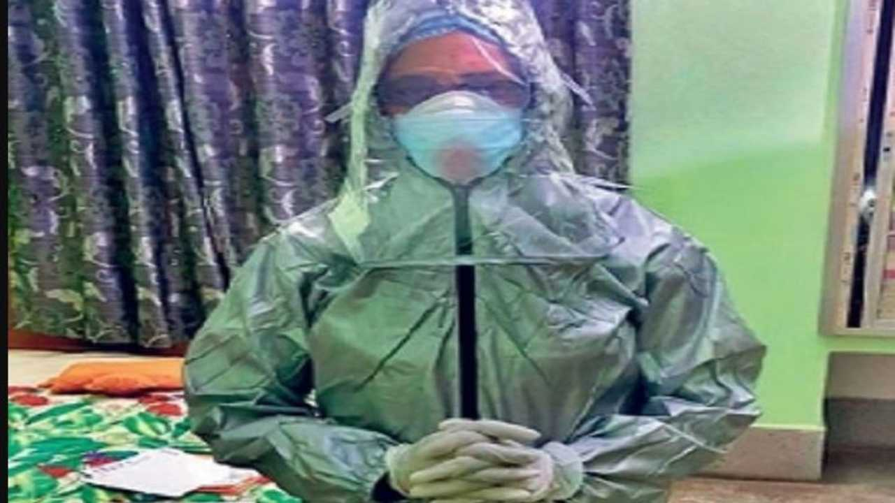 """<img src=doctor-car-cover-1.jpg alt=""""Doctor in car cover as protective gear"""">"""