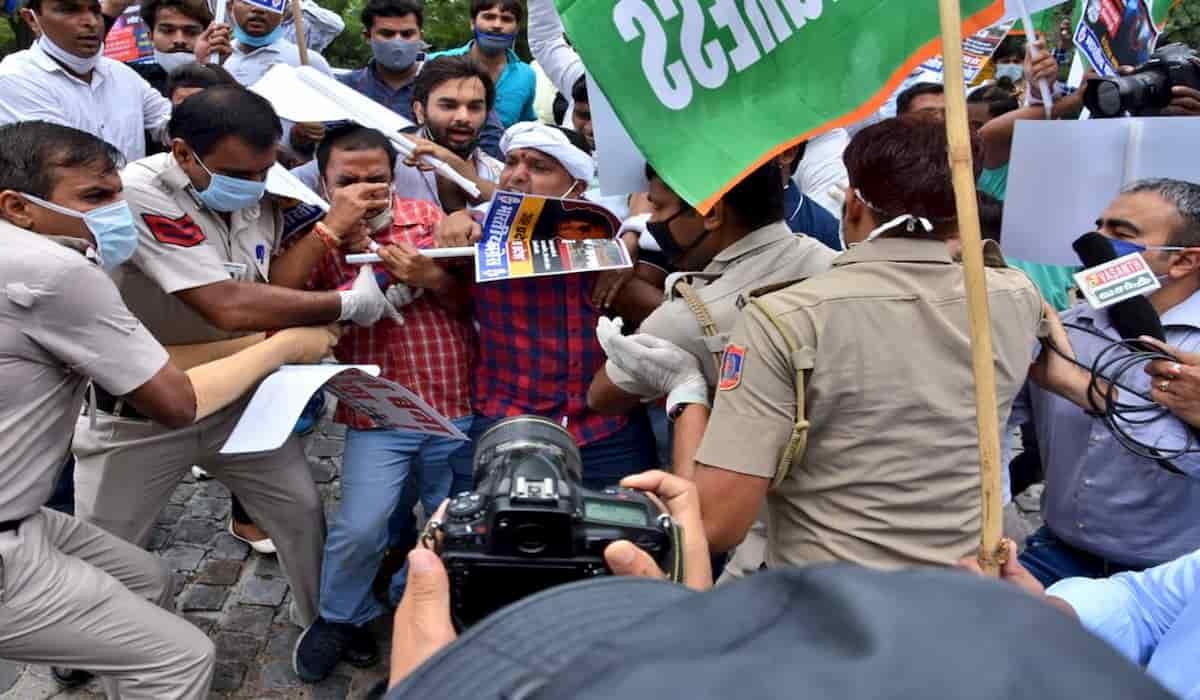 Police detains Srinivas Instead of Vikas Dubey