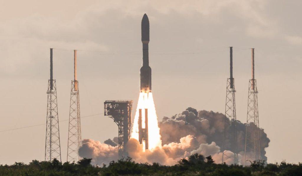 NASA launches mars mission Mars 2020