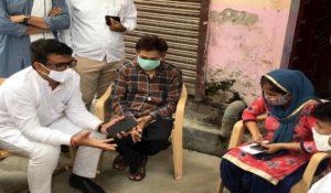 Delhi Congress President Helps Tarun Sisodia's Family