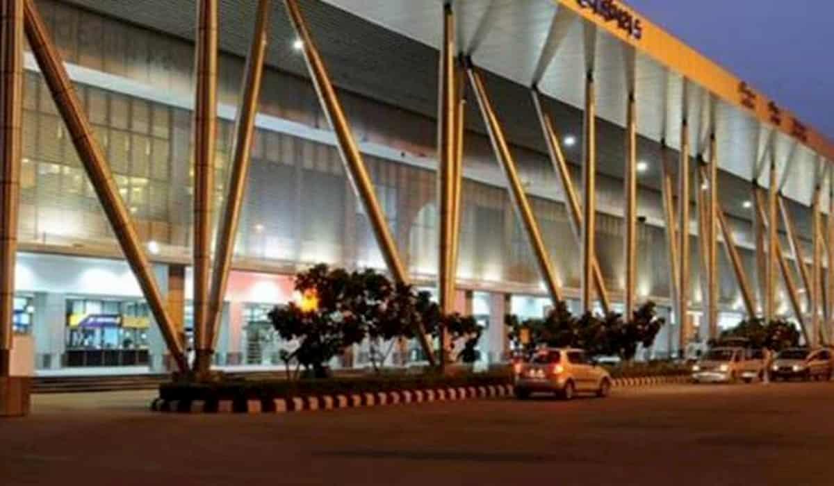 modi government sells 3 airports for 1070 crores
