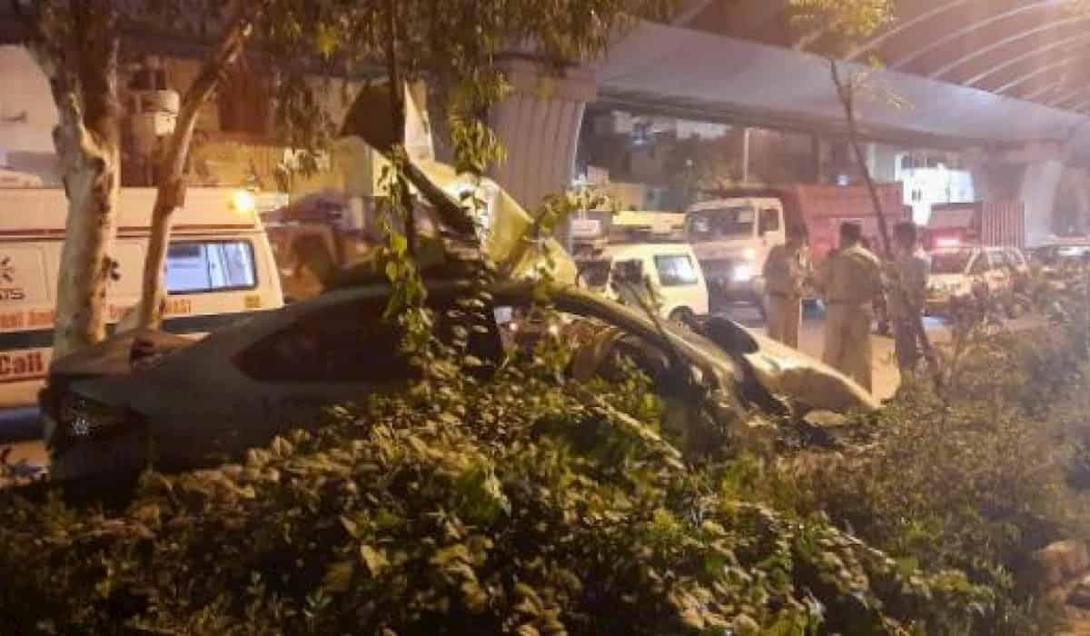 Two injured after speeding car falls from Vikaspuri Flyover