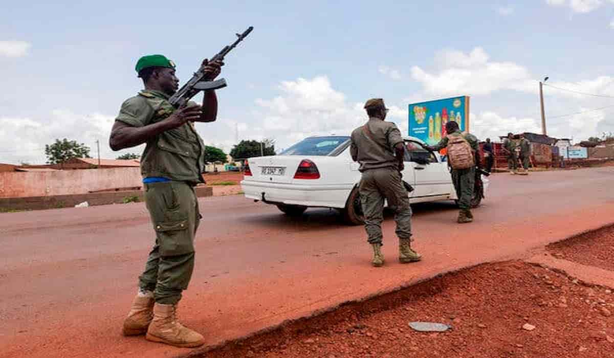 Mali Crisis : Soldiers Open Fire Near President's house