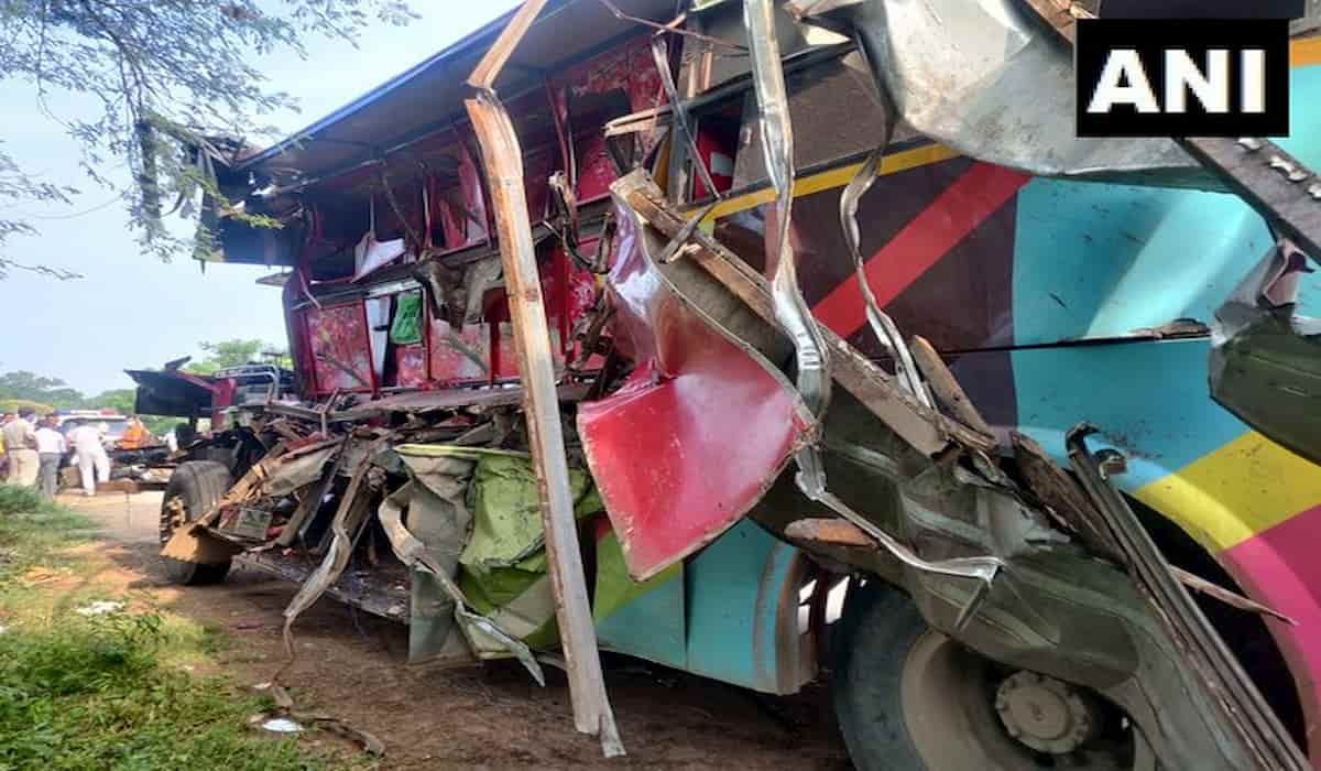 7 Labours Die in a road accident in raipur