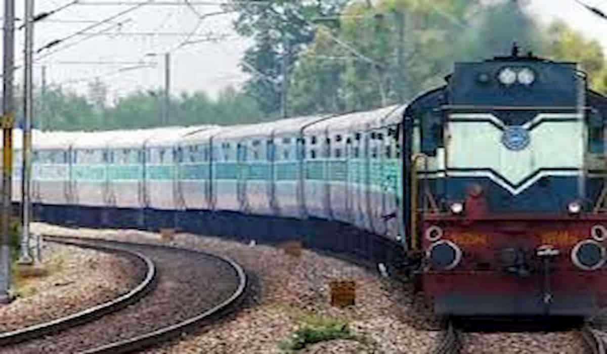 Patna Bhabua Intercity robbed on gunpoint