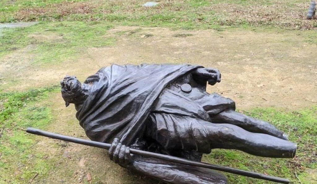 Gandhiji statue vandalised