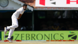 Ashwin bowling to England team