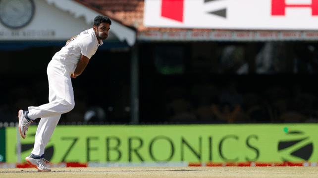Ashwin bowling to England team